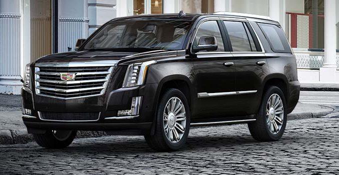 база Cadillac Escalade ESV на 50 сантиметров длиннее стандартной вариации, что позволяет с комфортом разместить в его салоне до 8 человек